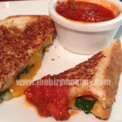 spinach and pepperoni grilled cheese sandwiches